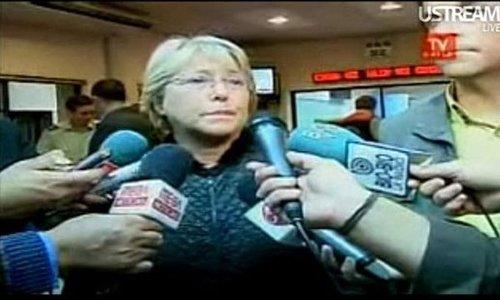 图文:地震发生后智利总统接受电视采访