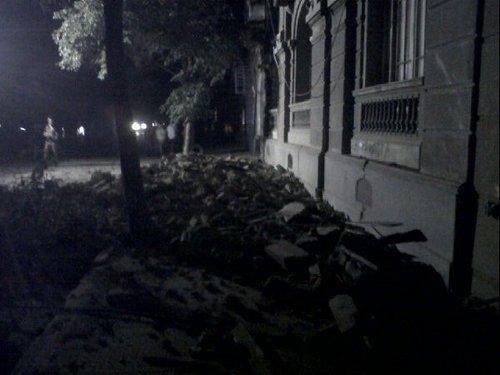 图文:智利首都圣地亚哥震后房屋倒塌
