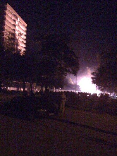 图文:智利发特大地震街道一片混乱