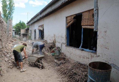 组图:智利强震致阿根廷部分地区建筑物倒塌