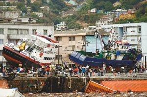 智利海啸警报发迟防长认错 10米巨浪卷走350人