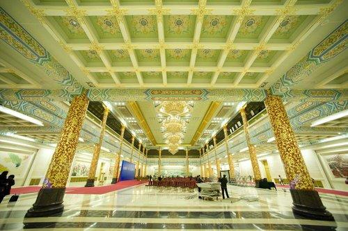 人民大会堂金色大厅布置巨幅书法《中华颂》