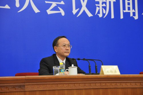图文:全国政协副秘书长、发布会主持人王胜洪