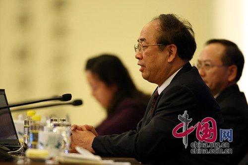 图文:赵启正回答外国记者提问