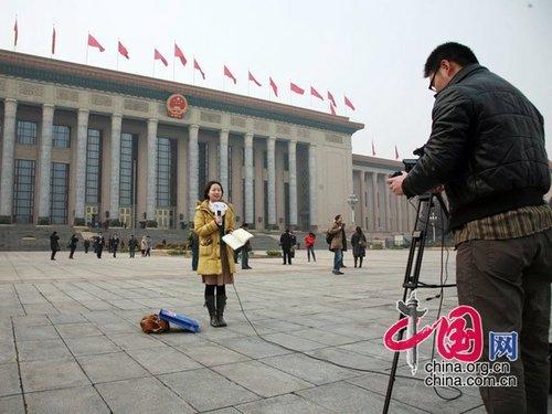 图文:全国两会开幕前 记者准备采访