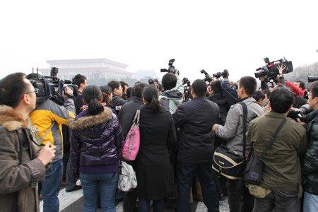 相机带我去战斗 政协会场的记者们(组图)
