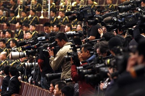 图文:记者在采访