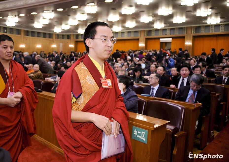 十一世班禅额尔德尼·确吉杰布出席会议。中新社发 廖攀 摄