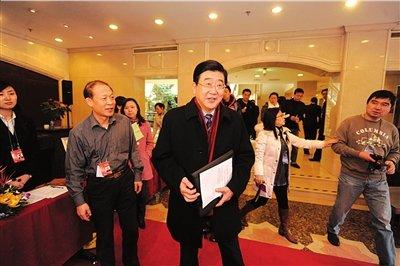 孟学农重回北京团 行事低调笑拒采访