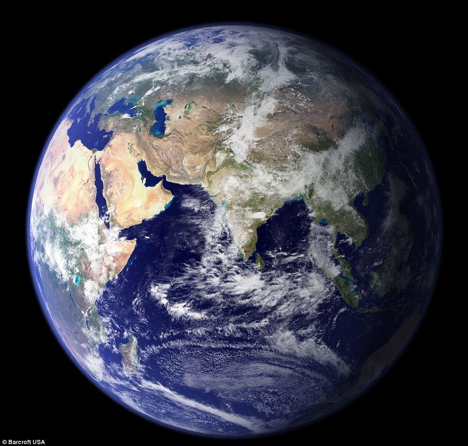 看,何谓震撼 NASA公布迄今最清晰地球太空照 堪称完美(高清组图)ZT
