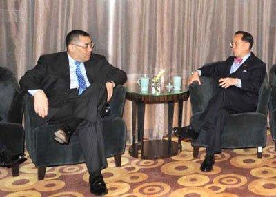 曾荫权崔世安抵北京 将列席全国人大会议开幕式