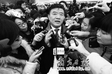 """陈竺""""央求""""记者呼吁央视设健康频道(图)"""