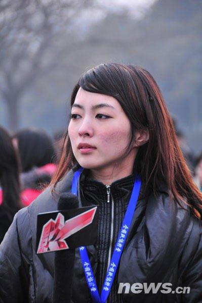 2010年3月3日, 众多美女记者成为全国政协十一届三次会议开幕会的一道靓丽风景线。