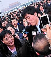 图集:政协委员刘翔受到媒体记者的关注