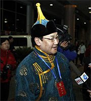 幻灯:首批参加政协会议的京外委员抵京