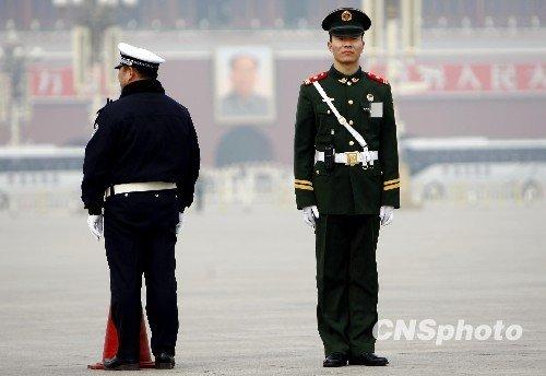 图文:天安门广场戒备升级