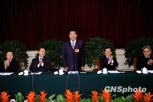 """贾庆林参加民族委员讨论""""再三言谢""""(图)"""