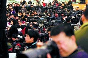 图:两会引起境内外记者密集关注