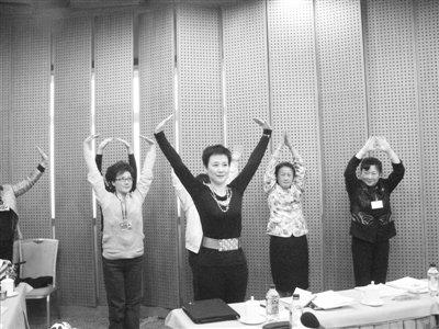 """""""中国电力一姐""""李小琳中场休息跳舞健身"""