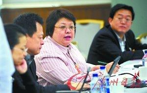 政协委员韩红低调环保 一套笔本用3年(图)