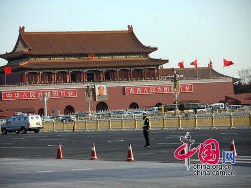 图文:首都交警保路面畅通守护两会