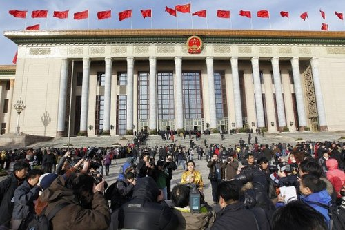 图文:媒体记者在天安门广场采访