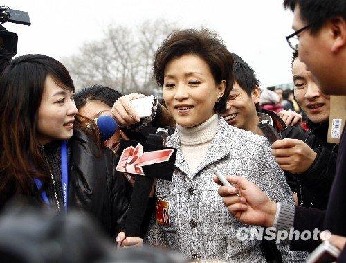 图文:明星委员提案受关注 刘翔、杨澜表观点
