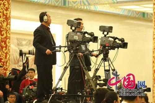 图文:摄像师严阵以待金色大厅记者会