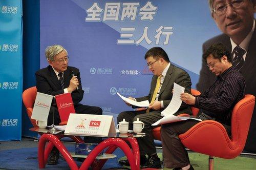 蒋兆勇、李炜光(左)作客两会三人行解读政府工作报告