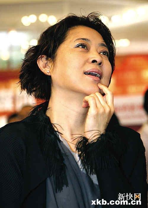倪萍:我爱国,我不添乱 从不投反对或弃权票