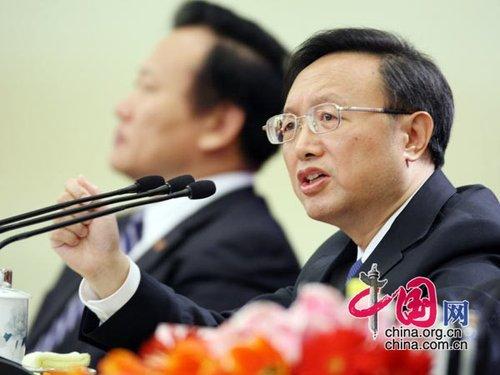 图文:外交部部长杨洁篪答记者提问