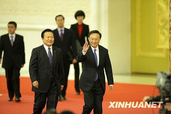 3月7日,十一届全国人大三次会议举行记者会,外交部部长杨洁篪答记者问。这是杨洁篪步入会场。(邢广利摄)