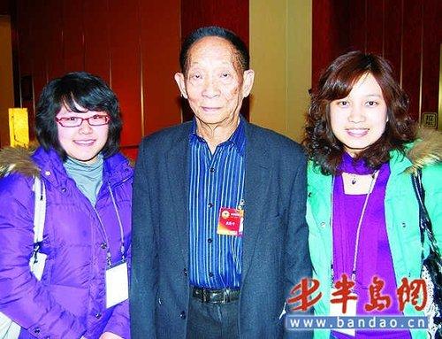 袁隆平:愿带头吃转基因米 不上网爱飚车(图)