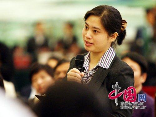 组图:外长见面会上的女记者