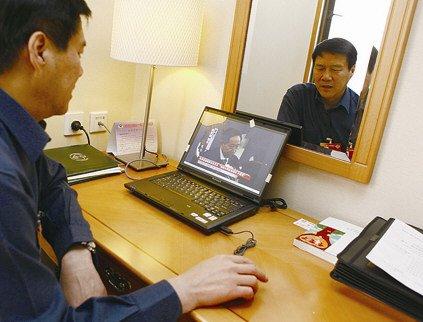 朱和平大多时间都住在会务组安排的宾馆里琢磨自己的提案