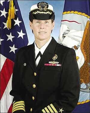 美国海军粗暴女舰长遭革职 滥用职权辱骂下属