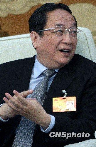 俞正声谈房价问题 推荐官员看《蜗居》