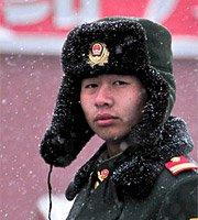 组图:武警战士雪中执勤