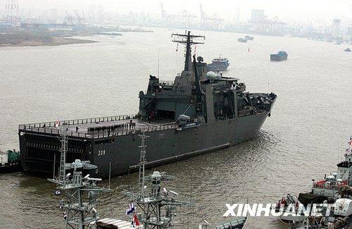 组图:新加坡海军登陆舰首访上海