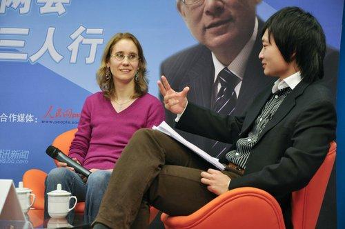 三人行老外看两会:中国政治越来越有互动性