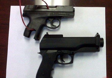 3岁女童把真枪当成Wii控制器将自己射杀(图)
