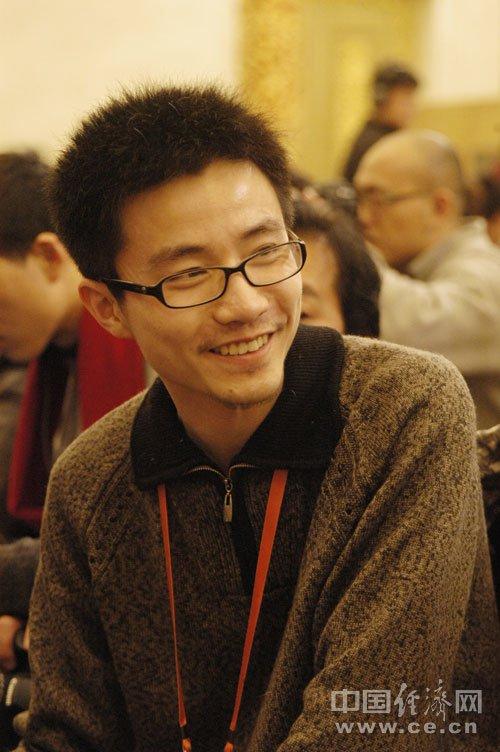 十一届全国人大三次会议记者会的上男记者们(中国经济网 鲁南 摄)