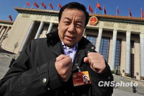 图文:李晓林委员谈化解房地产恶性膨胀方法