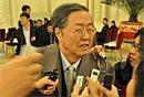 图文:中国人民银行行长周小川接受记者采访