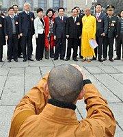 高清图:代表委员拍两会 人人都做摄影师