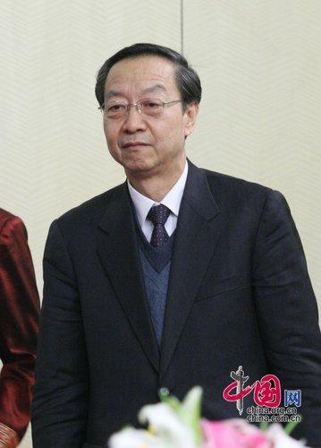 图文:工业和信息化部部长李毅中步入会场