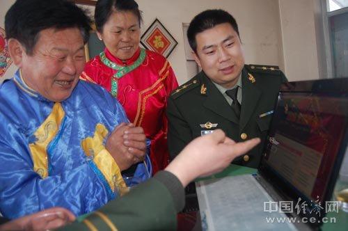 黑龙江省饶河县:赫哲族群众关注两会(图)