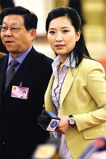 两会新闻官解谜挽部长美女系被选中记者(图)