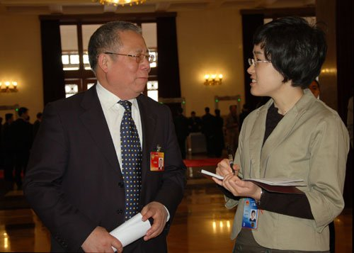图文:全国政协委员龙国键接受新华网专访