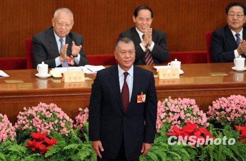 何厚铧今当选全国政协副主席 适逢其55岁生日